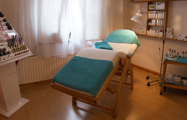 Behandlungsliege / Behandlungsraum